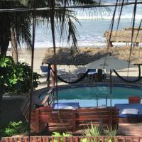 Casa de las Olas Surf & Beach Club, hotel in Acapulco