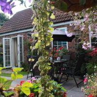 Conifer Cottage at The Old Manor in North Somercotes, hotel in North Somercotes