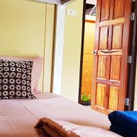 Baan Hinlad Home and Hostel, отель в Липа-Ное