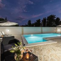 Villa Star 2 luxury apartment with a pool