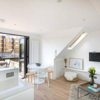 Modern Home In West Kensington with Terrace by GuestReady