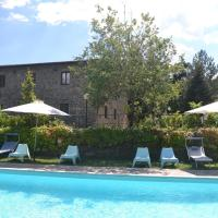 Provincial Holiday Home with Swimming Pool in Tuscany, hotel in Lucolena in Chianti