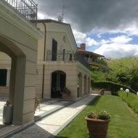 Spacious villa with garden and panoramic views in the green hinterland of Rimini, отель в городе Montescudo