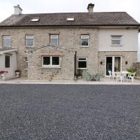 The Farmhouse, New Inn, hotel in Killeenasteerna