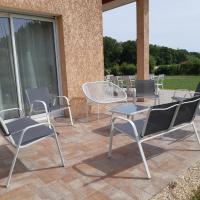 Ma Deuxieme Maison en Champagne à ECURY SUR COOLE, hotel near Châlons Vatry Airport - XCR, Écury-sur-Coole