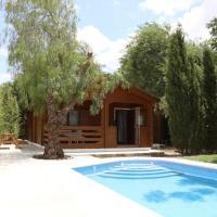 Preciosa y acogedora casa de madera en el campo