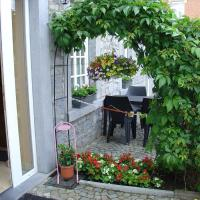 Stylish Holiday Home in Han-sur-Lesse with Terrace, hotel in Han-sur-Lesse