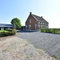 Gorgeous Meadow View Holiday Home in Hulst, hotel in Ter Hole