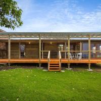 98 Ocean Parade - Rustic Log Cabin, hotel em Dalmeny
