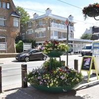 Former hotel in the centre and at 50 metres from the beach in Panne