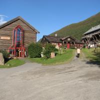 Fossheim Steinsenter- Solhell Cabin, hotel in Lom