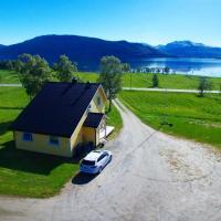 The Yellow House, Close EVE Airport & Lofoten, hotel near Harstad/Narvik Airport - EVE, Evenskjer