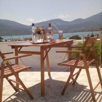 Efrosini's Suites, отель в Халкиде