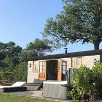 Dreamhuts Retreat - Shepherds Bliss, hotel in Cullompton