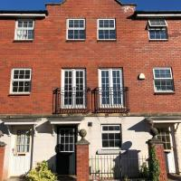 Luxury 4 Bedroom Townhouse Near Cardiff City Centre