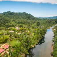 Sleeping Giant Rainforest Lodge, hotel in Belmopan