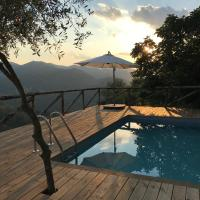 piscina con vista, hotel in Bagni di Lucca