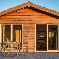 La Vie en Rose - fully equipped contactless house with fenced garden between the fields