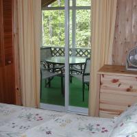 Birch Cliff Lodge on Baptiste Lake, hotel em Bancroft