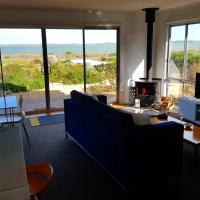 Coorong Waterfront Retreat, hotel in Meningie