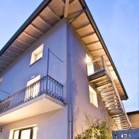 Manzoni 124 Bed&Relax, hotel in Esine