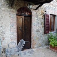 Nella Casa Toscana, hotel in Pari