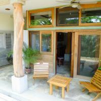 Beautiful Studio Suite with Pool - Short walk to Beach