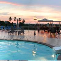 Manohra Cozy Resort, hotel in Karon Beach