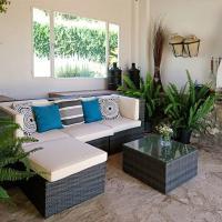Cozy Cottage in La Joya with Private Pool, hotel in La Joya
