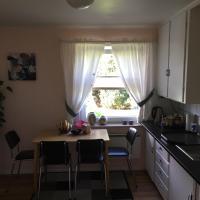 Koselig to roms leilighet, hotel in Vennesla