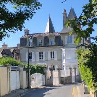 DDay Aviators Le Manoir, hotel in Arromanches-les-Bains