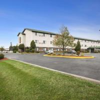 Super 8 by Wyndham Milwaukee Airport, hotel near General Mitchell International Airport - MKE, Milwaukee