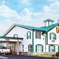 Super 8 by Wyndham 100 Mile House, hotel em One Hundred Mile House