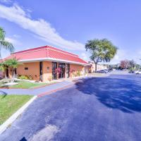 Travelodge by Wyndham Kissimmee East, hotel in Kissimmee