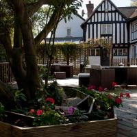 Tudor Lodge Hotel, hotel in Harrow