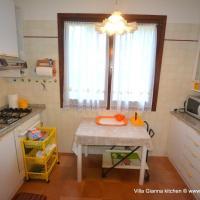 Lignano Schoene Villa mit privat Garten, hotell i Lignano Sabbiadoro
