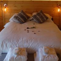 Romantic Rural Retreats, hotel in Crewkerne