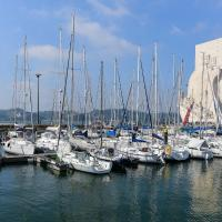 Luxury Yacht - can also sail, or sleep in Cascais!, hotel in Belem, Lisbon
