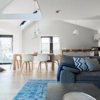 The Cliffside Loft - Distinctly Modern 3 BDR Riverside Home