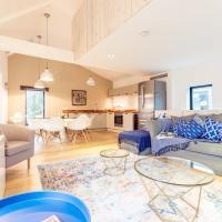 The Cliffside Chalet - Modern 3BDR Riverside Home