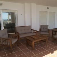 Apartamento cercano a la playa con gran terraza, hotel en Torre de Benagalbón