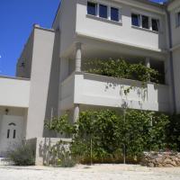 Apartments Vito, hotel in Nin