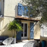 Maison jardin grande piscine, hotel in Borely-Bonneveine, Marseille