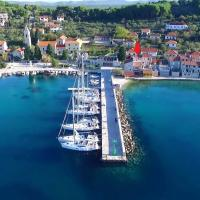 Beachfront, spectacular view, perfect for families, hotel in Prvić Luka