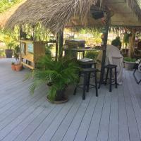 Harsens Island Getaway Resort, hotel em Pointe aux Chenes