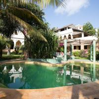 Banana House and Wellness Centre, отель в городе Ламу