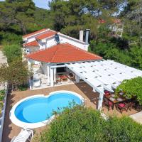 Spacious Holiday Home in Molat with Pool, hotel in Brgulje