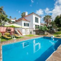 Quality Villa - very private with Pool + Garden + BBQ + WiFi + Pubs 5 min walk