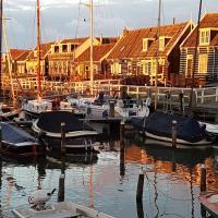 Aan de haven van Marken, hotel in Marken