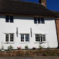 The Bell House, hotel in East Knoyle